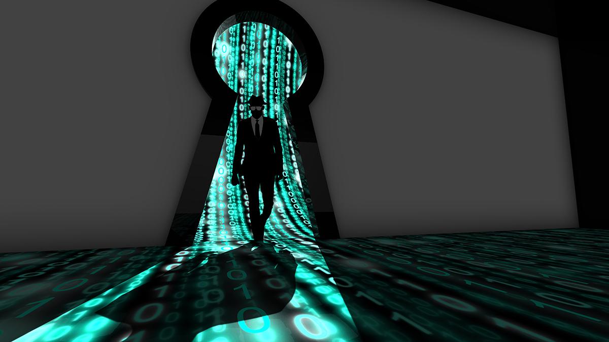 Persona che passa attraverso buco della serratura molto grande con sfondo di bit